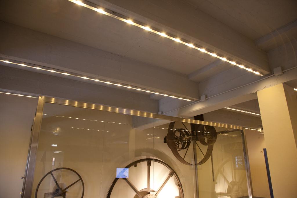 Illuminazione Su Travi A Vista: Come illuminare un corridoio idee e consigli per non sbagliare.